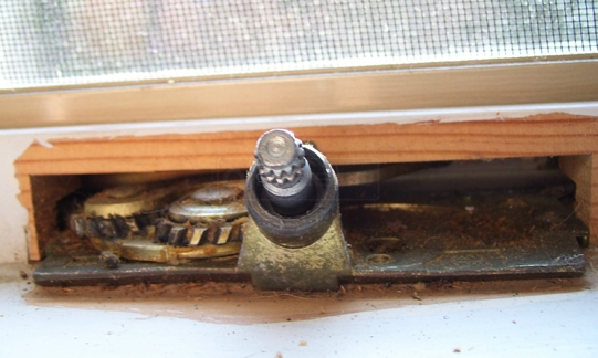 User submitted photo of window crank operator.