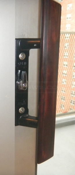 User submitted photo of their patio door handle.