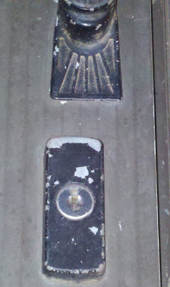 User submitted picture of storm door key lock.
