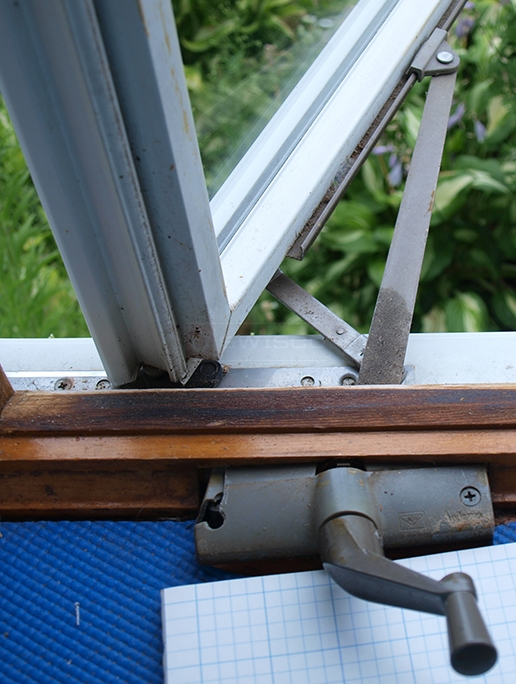 User submitted pictures of window crank hardware.