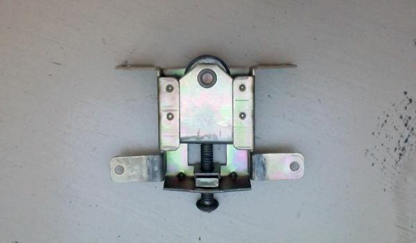 Trying To Replace Broken Sliding Mirror Closet Door Roller