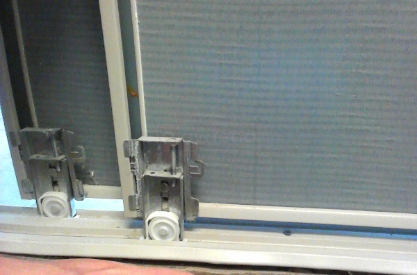 User submitted photos of a mirror door track.