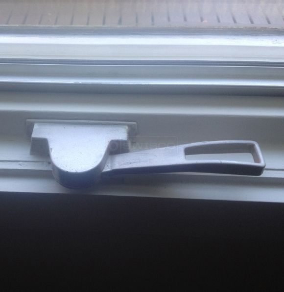 User submitted a photo of a window latch.