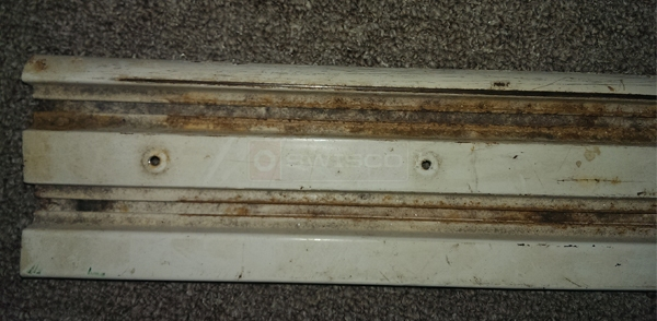 User submitted a photo of a mirror door track.