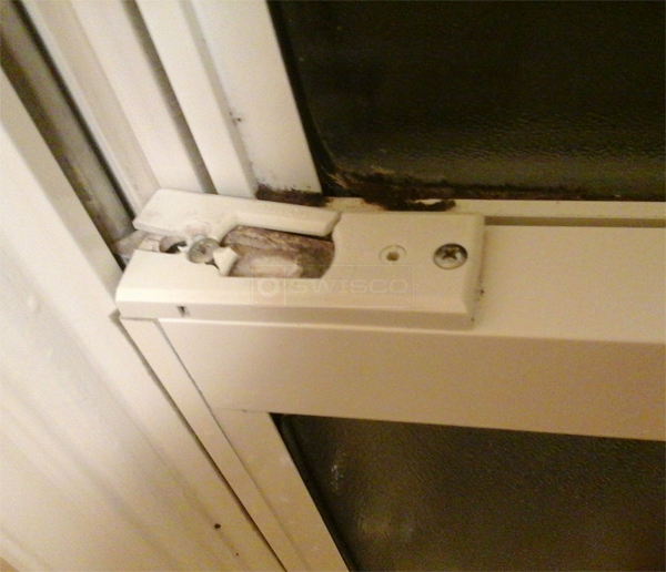 User submitted a photo of a tilt latch.